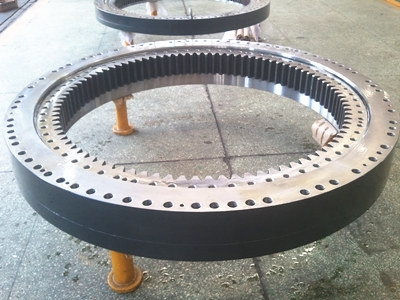 Three-row Cylindrical Roller Slewing Bearing(Internal Gear Type )
